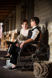 Persone appena sposate nella scena rustica Immagini Stock Libere da Diritti