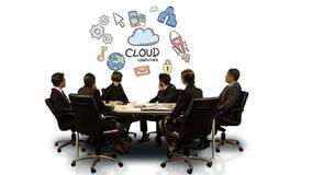 Persone di affari che esaminano schermo futuristico che mostra simbolo di calcolo della nuvola stock footage