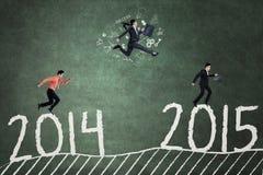 Persone di affari nella corsa per raggiungere numero 2015 Fotografia Stock Libera da Diritti