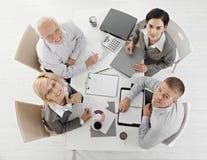 Persone di affari sorridenti alla riunione Fotografie Stock