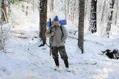 Persone in legno in inverno Immagini Stock Libere da Diritti