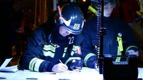 Personeel van de Russische reddingsdienst op het bevelpunt Stock Foto's