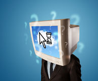 Personen med ett bildskärmhuvud och moln baserade teknologi på scren Royaltyfri Foto