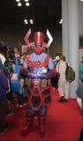 Personen som bär den Galactus dräkten på NY-komiker, lurar Arkivfoto