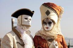 Personen in Venetiaans masker en romantische kostuums, Carnaval van Veni Royalty-vrije Stock Afbeeldingen