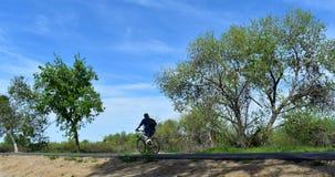 Personenvervoer op een fietspad van het land royalty-vrije stock foto