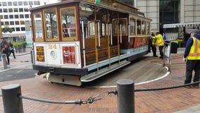 Personenzug auf der Straße stockfotografie