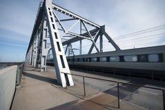 Personenzug in der Drehzahl Lizenzfreies Stockfoto