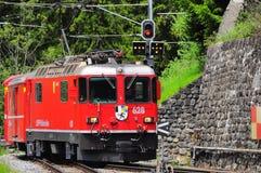 Personenzug kommt an. Stockbild