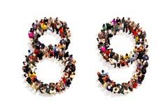 Personer som bildar formen som en 3d nummer åtta (8) och (9) symbol nio på en vit bakgrund Arkivfoto