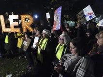 Personer som protesterar som önskar att spara Mueller från att avfyras royaltyfri fotografi