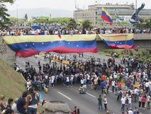 Personer som protesterar som deltar i händelsen, kallade modern protesterar allra i Venezuela mot den Nicolas Maduro regeringen 2 Royaltyfria Bilder