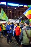 Personer som protesterar för 93 dagar i Bucharest, Rumänien Fotografering för Bildbyråer