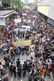 personer som protesterar för probe för H K för dödbegärandissident Fotografering för Bildbyråer