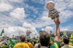 Personer som protesterar i Brasilia, Brasilien Arkivbilder
