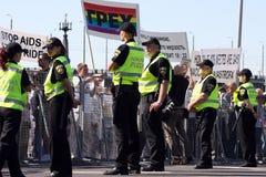 Personer som protesterar i glad stolthet i Riga 2008 Royaltyfri Bild