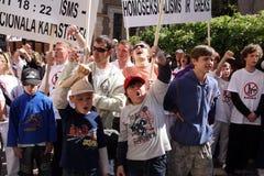 Personer som protesterar i glad stolthet i Riga 2008 Arkivbild