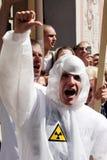 Personer som protesterar i glad stolthet i Riga 2008 Royaltyfria Foton