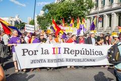 Personer som protesterar i Madrid Spanien Royaltyfri Foto