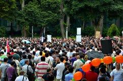 Personer som protesterar på den Maj dagen samlar Singapore Royaltyfria Bilder