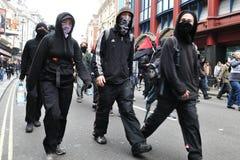 Personer som protesterar på en Austerity samlar i London Arkivbild