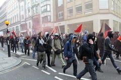 Personer som protesterar på en Austerity samlar i London Royaltyfria Foton
