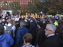 Personer som protesterar på Lafayette parkerar i November i Washington DC royaltyfria foton