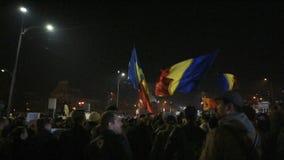 Personer som protesterar på Piata Universitatii arkivfilmer
