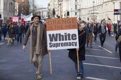 Personer som protesterar som marscherar i London ingen muslimsk förbuddemonstration Arkivbilder