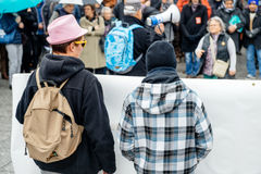 Personer som protesterar som samlas på Kleber Square som protesterar regerings plommoner Arkivbild