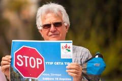 Personer som protesterar under världsdagen av handling mot TTIP CETA TISA Royaltyfri Fotografi
