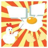 Personnage de dessin animé de poulet présentant avec Fried Egg Photographie stock libre de droits