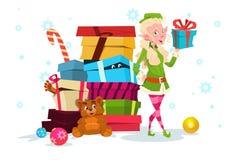 Personnage de dessin animé Santa Helper With Present Box de fille d'Elf de Noël Photo stock