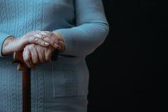 Personne âgée avec le bâton de marche photos libres de droits