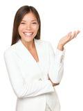 Personne d'affaires faisant des gestes sur le fond blanc Photos libres de droits