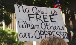 Personne est gratuit quand d'autres sont opprimés Images libres de droits