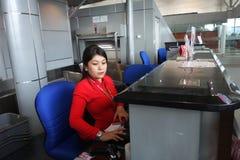 Personnel d'Air Asia chez Kota Kinabalu International Airport Photographie stock
