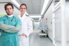 Personnel hospitalier sérieux photos stock