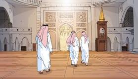 Personnes arabes venant à la religion musulmane Ramadan Kareem Holy Month de bâtiment de mosquée Photo libre de droits