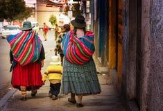 Personnes boliviennes dans la ville photos libres de droits