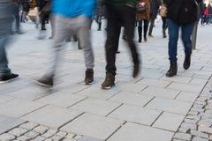 Personnes brouillées dans la zone de piéton de Munich Photo libre de droits