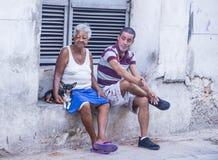 Personnes cubaines dans la rue de La Havane Photographie stock