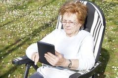 Personnes d'aînés avec la technologie Photographie stock libre de droits