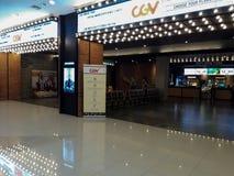 Personnes d'Unrecognize Cinéma de CGV à l'intérieur d'un centre commercial photographie stock