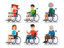 Personnes dans le fauteuil roulant Patient hospitalisé avec l'incapacité Garçon et fille handicapée, femme d'homme et personnes â illustration libre de droits