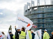 Personnes de buralistes de buralistes protestant le Parlement européen franc Photos stock