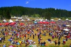 Personnes de danse au festival de Rozhen, Bulgarie Photographie stock libre de droits