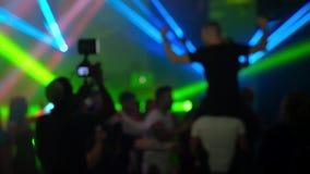 Personnes de danse hors focale Vidéo de l'exposition HD de laser banque de vidéos