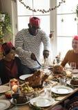Personnes de diversité ayant un repas ensemble Images stock