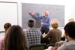 Personnes de enseignement de professeur aux cours photo libre de droits